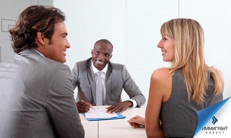 Разработать брачный контракт может супруг или супруга, но лучше, чтобы над формулировками поработал юрист