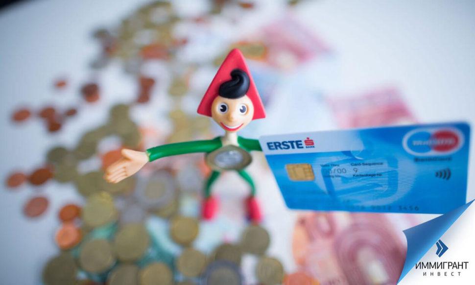 Чтобы сэкономить на комиссии за обналичивание, с карточки снимают сразу всю сумму
