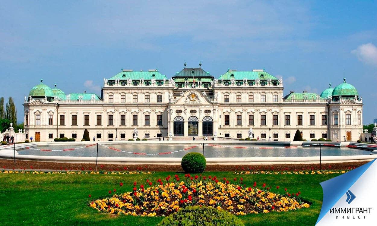 Оборонять дворец в отличие от замка практически невозможно