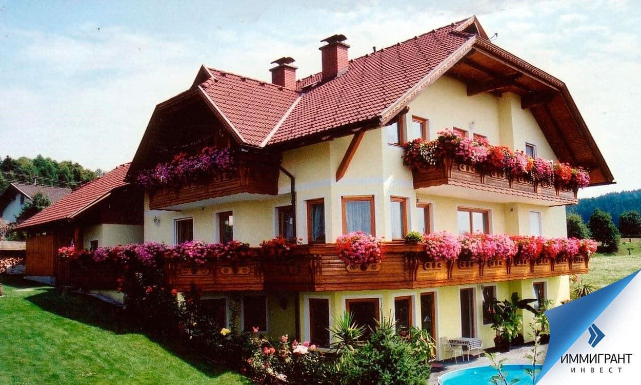 Часть времени собственники проживают в доме, а далее он ждет арендатора