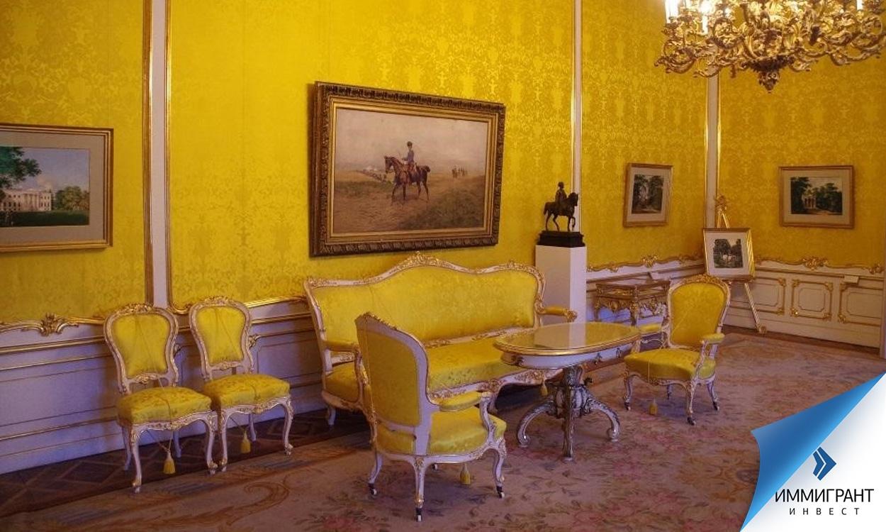 Один из дворцовых залов галереи Альбертина