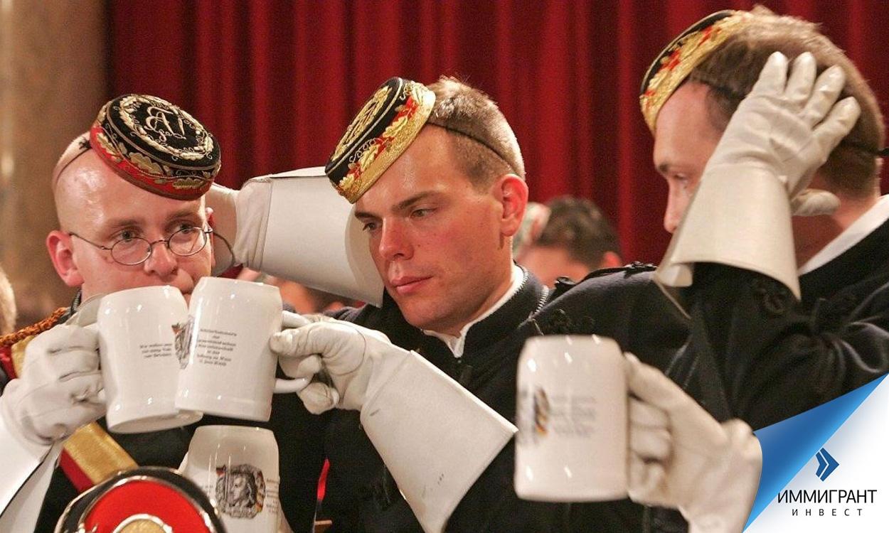 Посвящение новичков в «бьющее братство» в Австрии