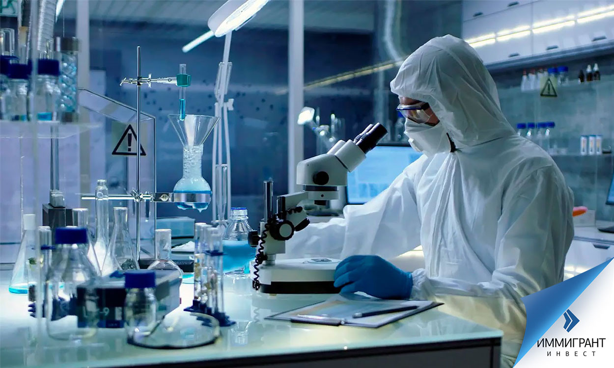 Исследователь в лаборатории