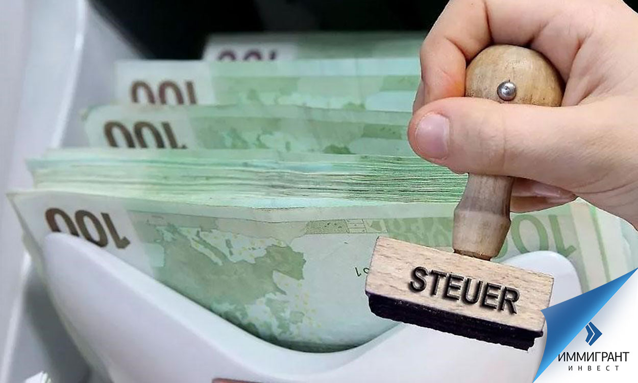 Штамп налога и купюры евро