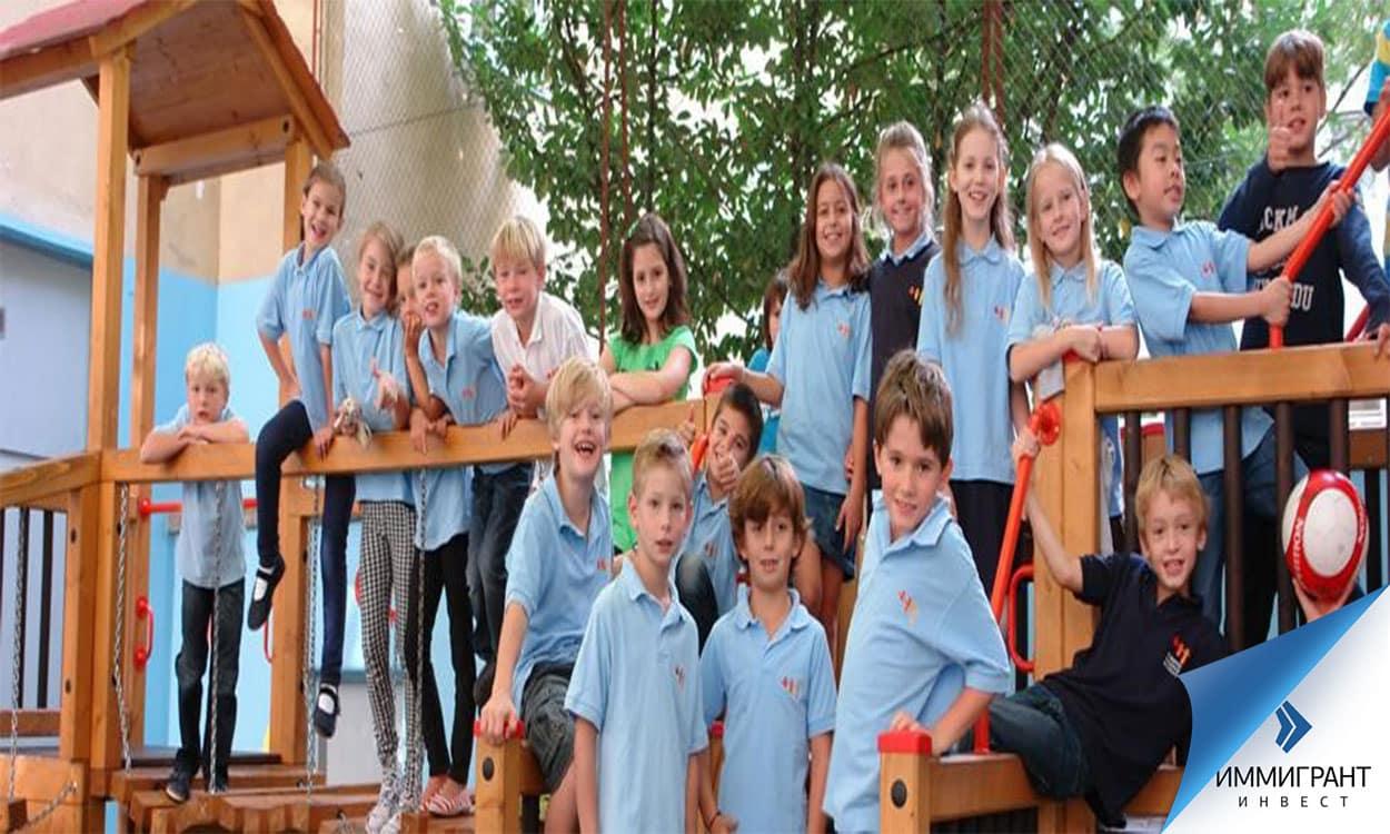 Дети католической школы